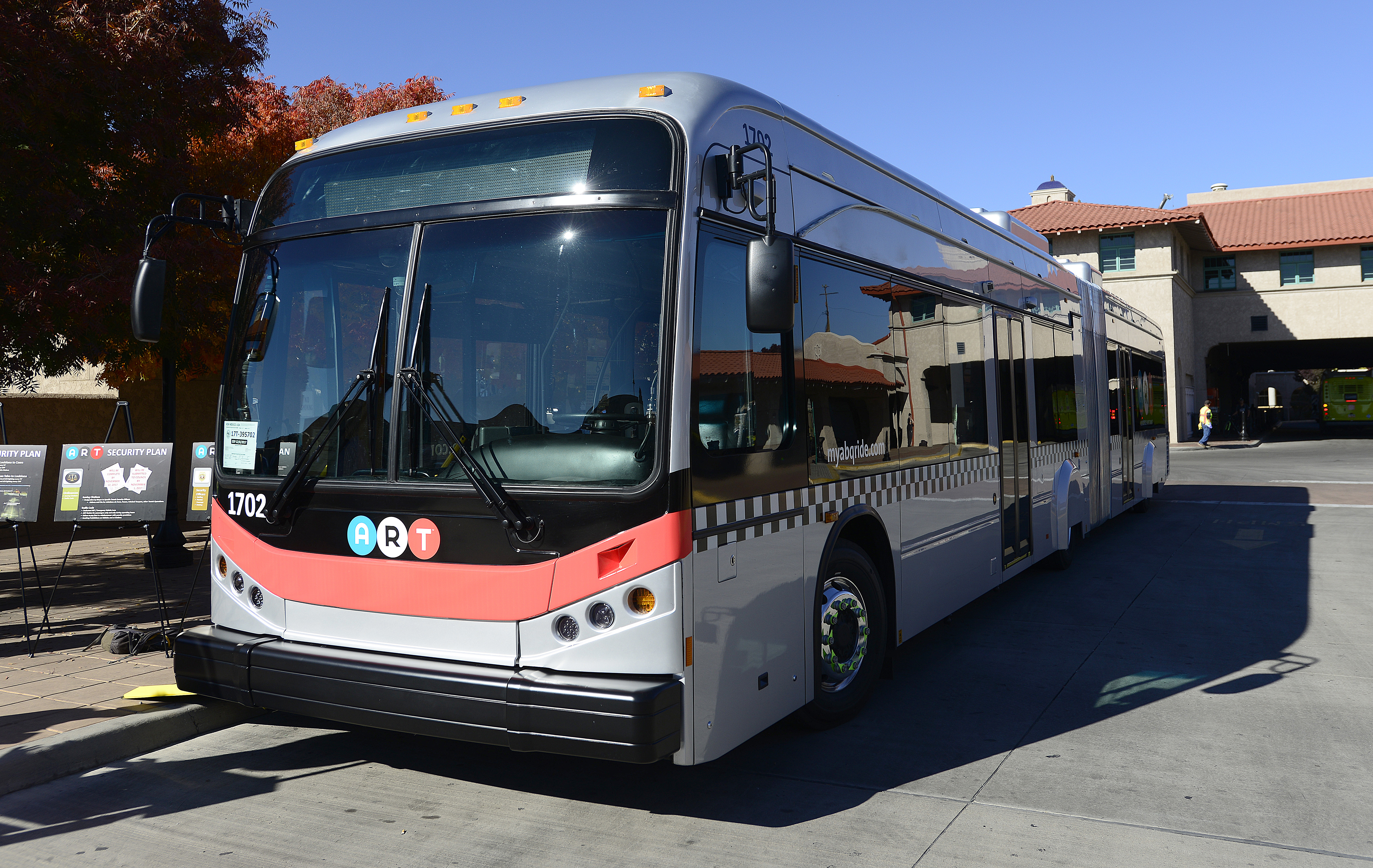 Mayor Grounds Art S Electric Buses Over Equipment Problems