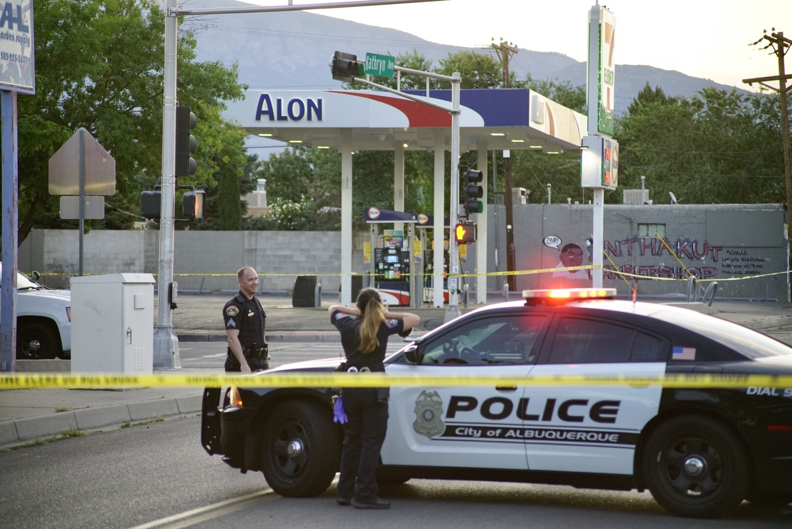 Breaking: APD investigating death in SE Albuquerque; motorists asked to avoid Kathryn/San Mateo