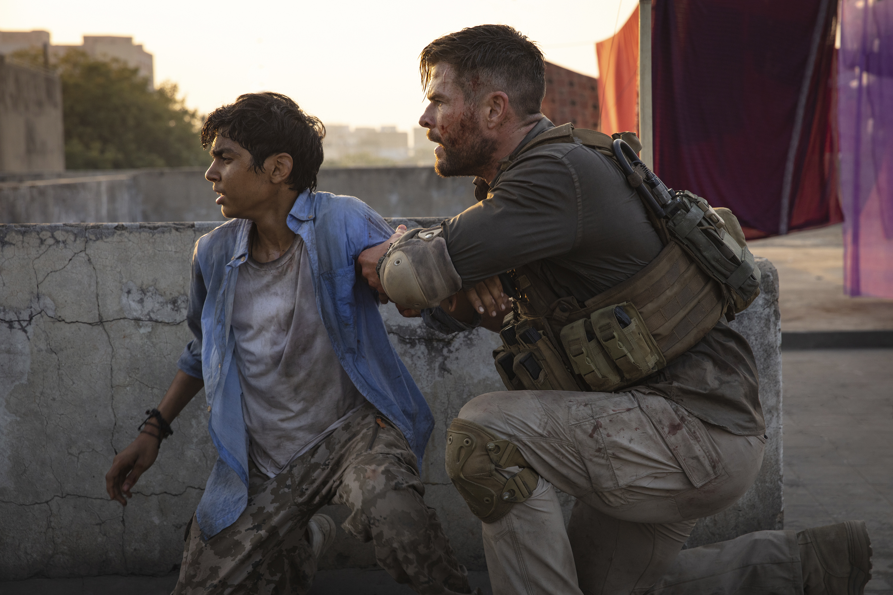 Dynamic Thriller Chris Hemsworth Propels Bourne Like Crowd Pleaser Extraction Albuquerque Journal