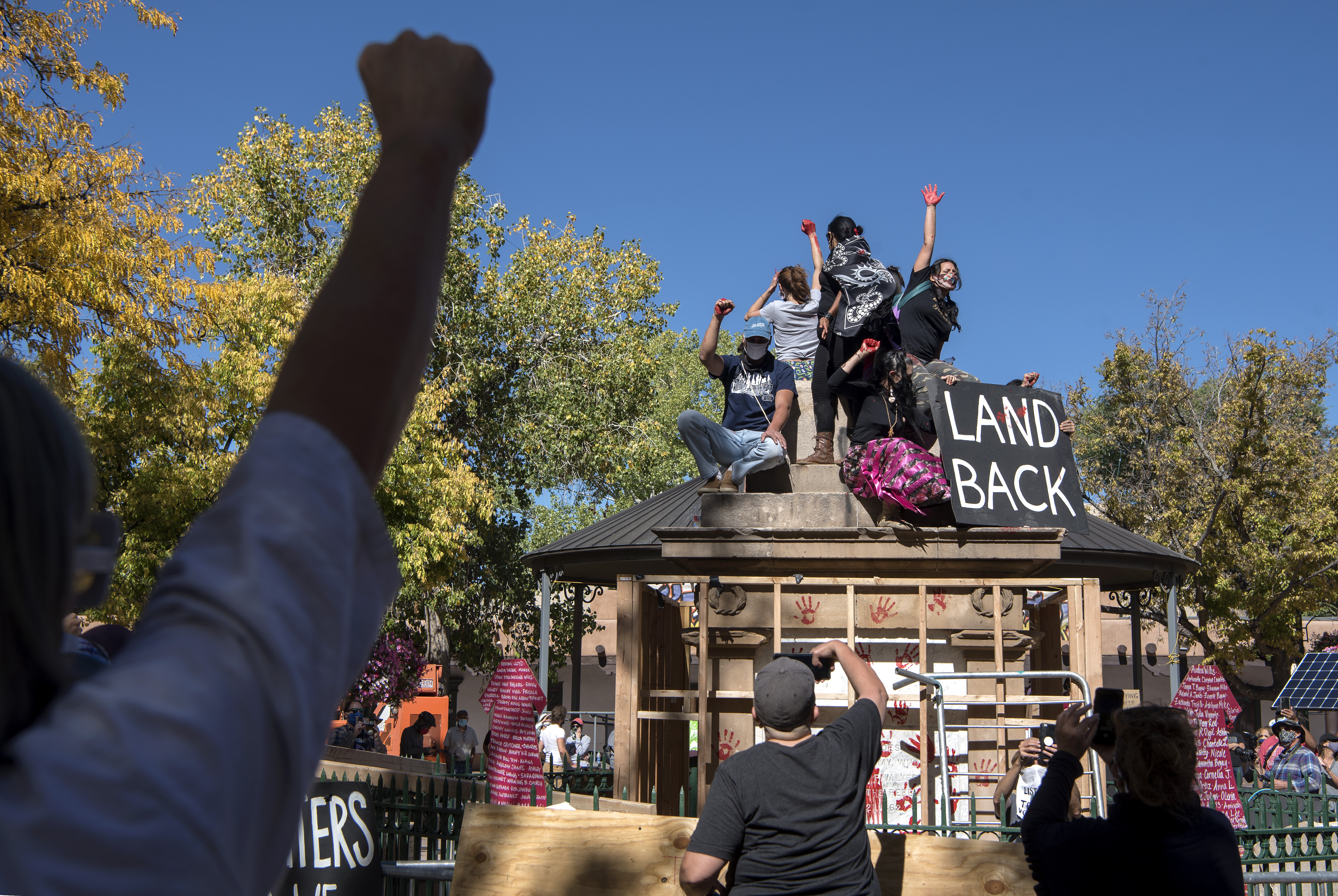 Protesters Take Over Sf Plaza Topple Obelisk Albuquerque Journal